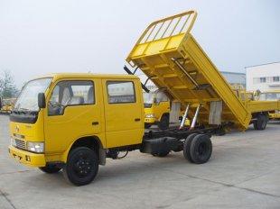 东风轻卡双排自卸车