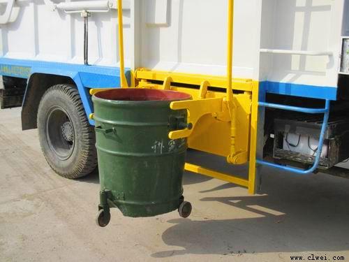 提起垃圾桶