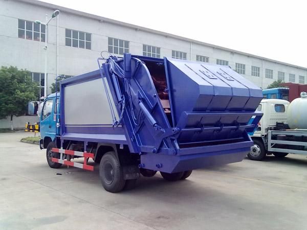 东风劲卡压缩式垃圾车