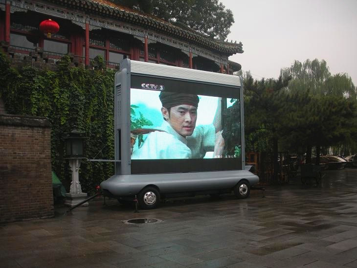 露天转播节目的牵引式LED广告宣传车图片