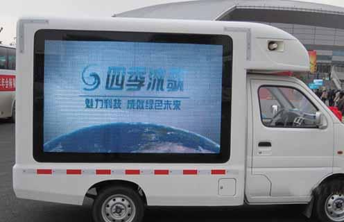 侧面欣赏长安LED广告车