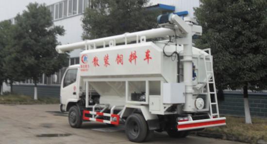 该款散装饲料运输车采用电动蛟龙式装卸料,装卸料工作效率高,无残留