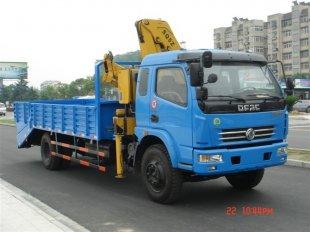 东风多利卡带随车吊多功能挖掘机运输车,平板运输车