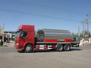 重汽豪沃14吨沥青洒布车(进口)