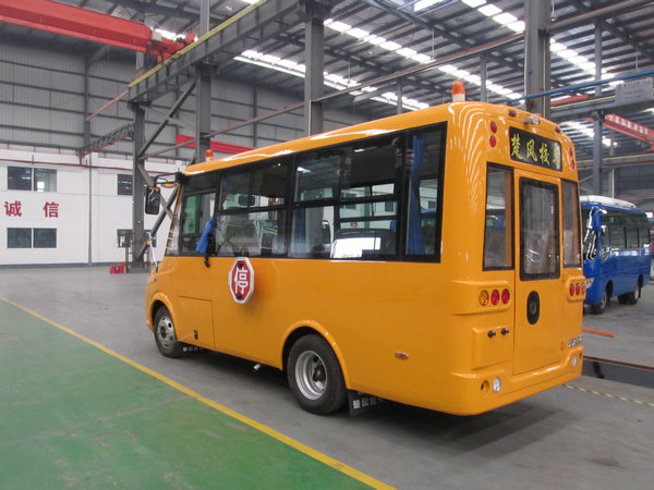 19座幼儿园校车
