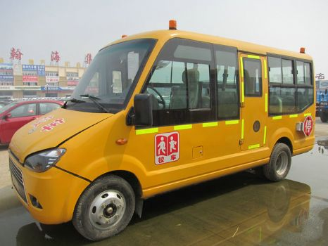 中通19座幼儿园校车图片