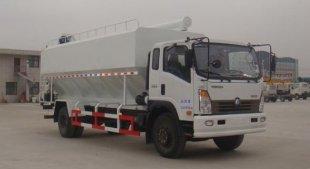 重汽王牌10吨散装饲料运输车