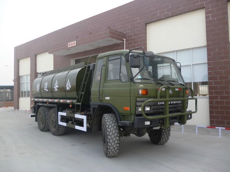 六驱越野卡车--东风越野油罐车