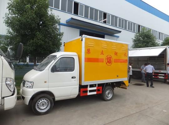 东风俊风0.42吨爆破器材运输车