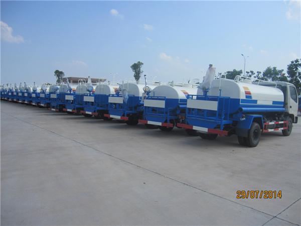 东风福瑞卡5吨洒水车图片