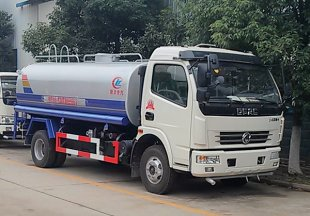 东风多利卡6-9吨洒水车