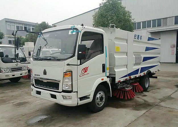 重汽HOWO扫路车-4立方小型扫路车