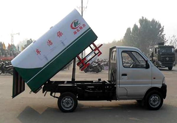 长安密封自卸式垃圾车举升效果图