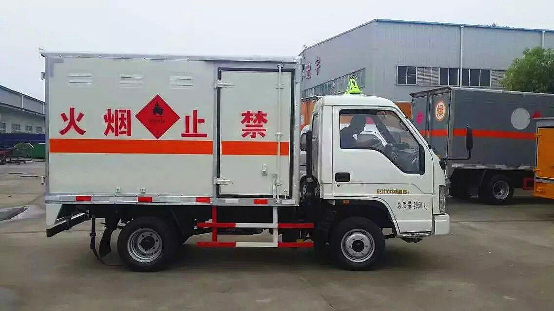 福田时代中驰爆破器材运输车侧开门