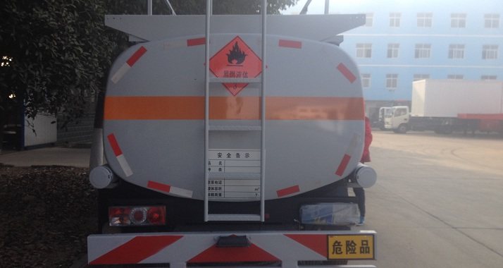 东风5方加油车