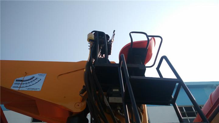 东风后八轮出口右驾10吨随车吊