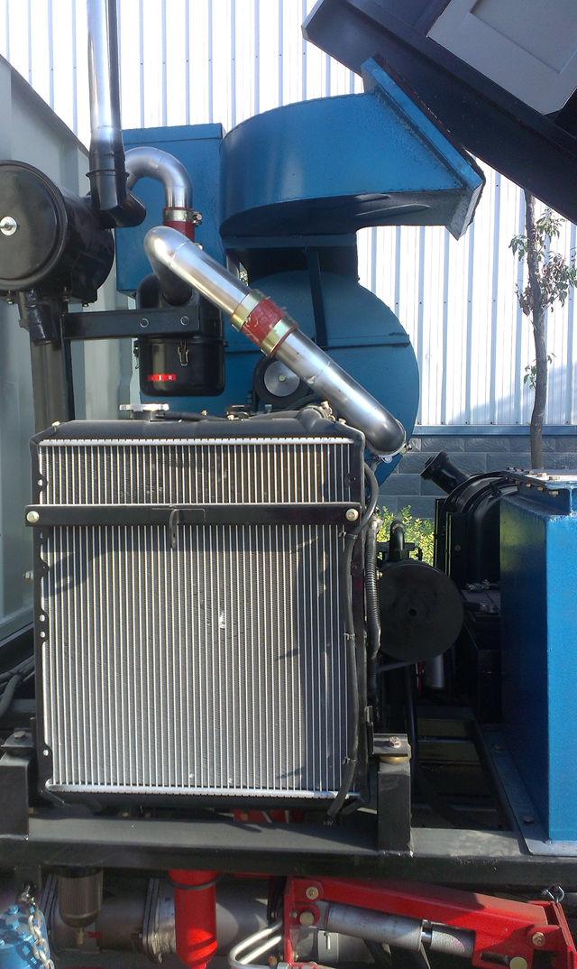 锐铃扫路车发动机空气过滤散热装置