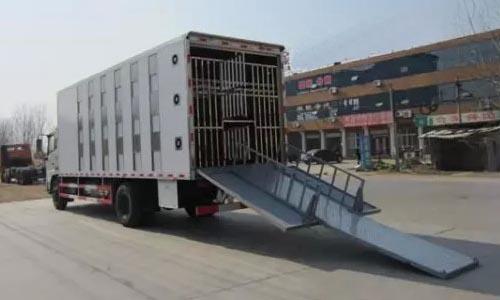 畜禽运输车分层装载机构