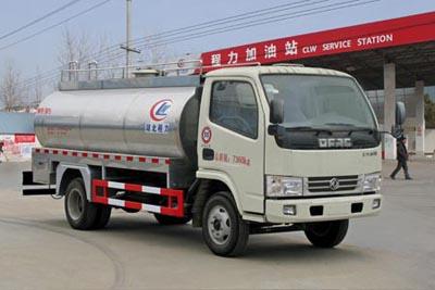 东风多利卡鲜奶运输车