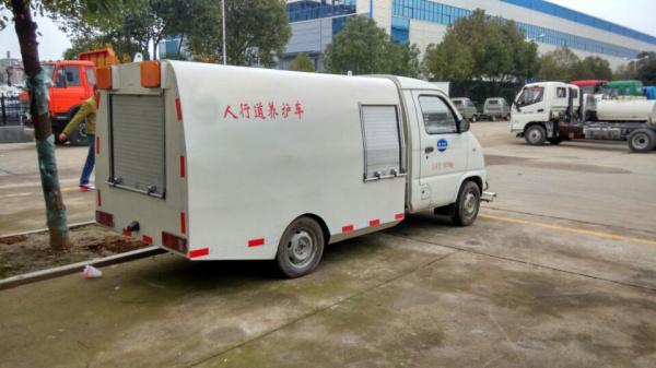 解放人行道路面清洗车 (4)