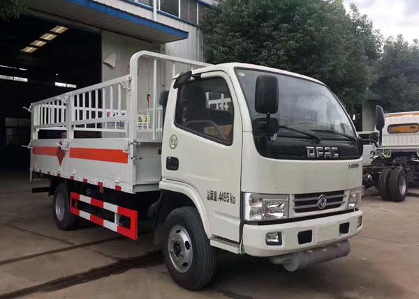 国五1.1吨东风多利卡4米气瓶运输车