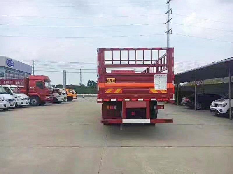柳汽乘龙9.6米气瓶运输车