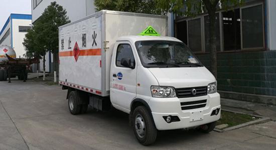东风俊风易燃气体厢式运输车(3.35米)