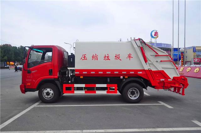大运压缩式垃圾车图片(侧面)