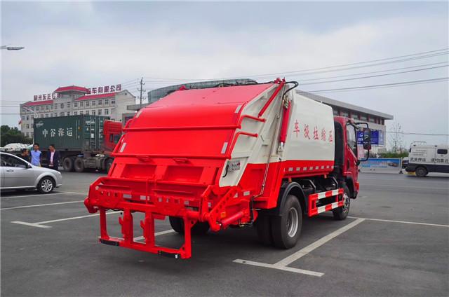大运6方压缩式垃圾车图片