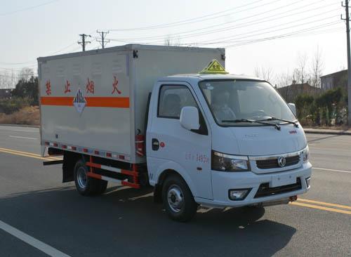 东风途逸杂项危险物品厢式运输车