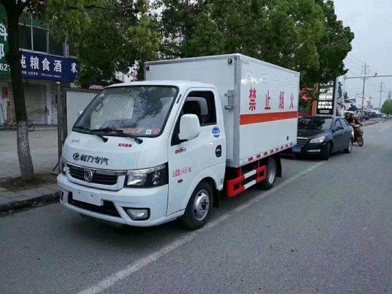 东风途逸易燃气体厢式运输车(2.6米)