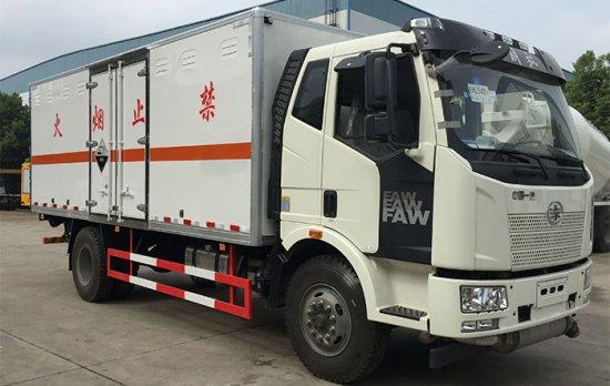 解放J6杂项危险物品厢式运输车(6.2米)