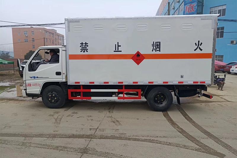 江铃易燃气体箱式运输车