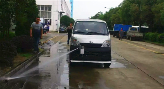 长安人行道养护车定点清洗装置图