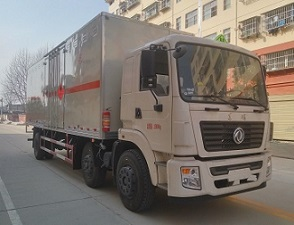 东风小三轴易燃气体厢式运输车(9.3米)