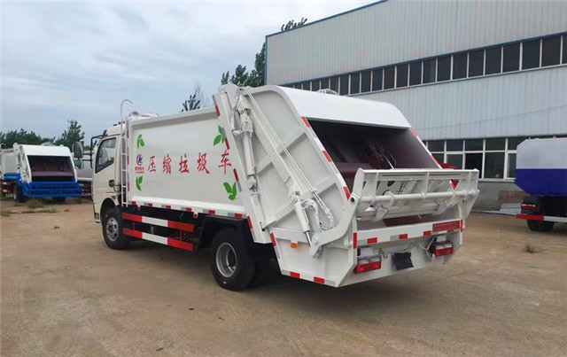 东风多利卡压缩式垃圾车后挂桶翻转机构