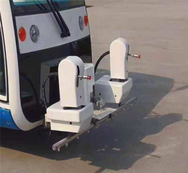 电动四轮清洗车清洗装置