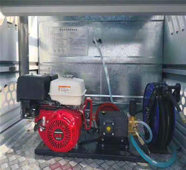 电动四轮清洗车副发动机及高压泵