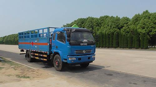 东风多利卡排半驾驶室气瓶运输车