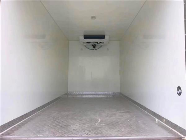 重汽王牌4.1米冷藏车图