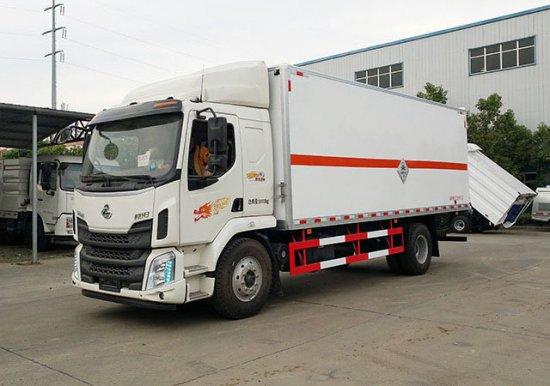 柳汽毒性气体厢式运输车(6.8米)