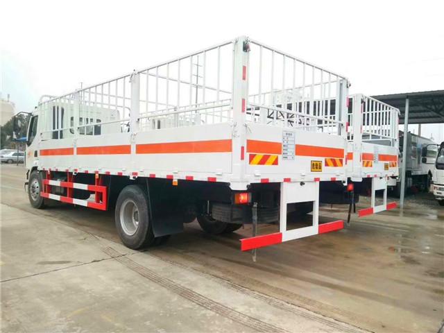柳汽乘龙6.8米气瓶运输车