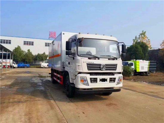 东风专用底盘6.2米杂项危险物品厢式运输车