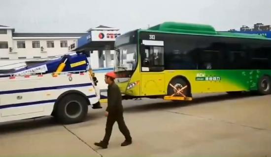 解放J6公交清障车让公交车救援变得更容易