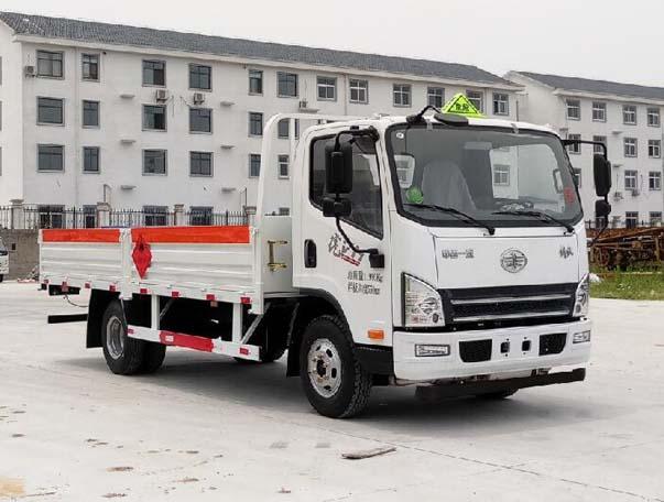 青岛解放J6F气瓶运输车(5.15米)