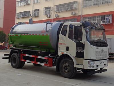 解放国六12吨吸污车