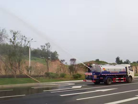 东风多利卡洒水车绿化高炮