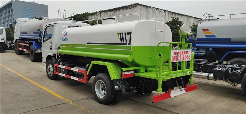 东风福瑞卡国六5吨洒水车图片