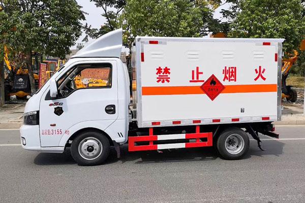 东风途逸易燃气体厢式运输车图片