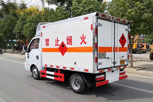 国六东风途逸气瓶运输车图片